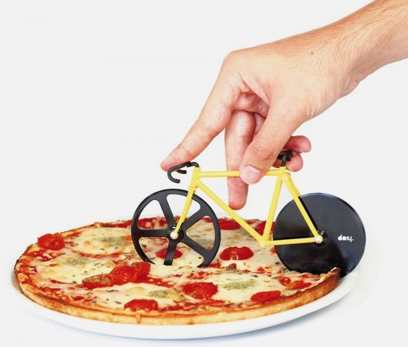 A nice slice of pizza would also be nice, right? Cut it in style!