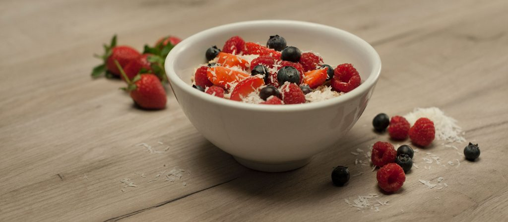macronutrients-oatmeal-berries