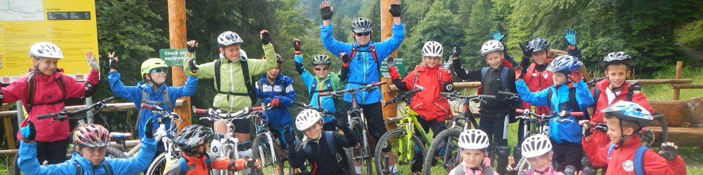 The fifth year in a row of the Kitzalpbike Junior Camp offers a unique week program for the young athletes from 7 up to 14 years of age. While parents can enjoy guided biking or walking tours in the Kitzbühel Alps, kids will learn new tricks in the hands of highly-trained and experienced coaches.
