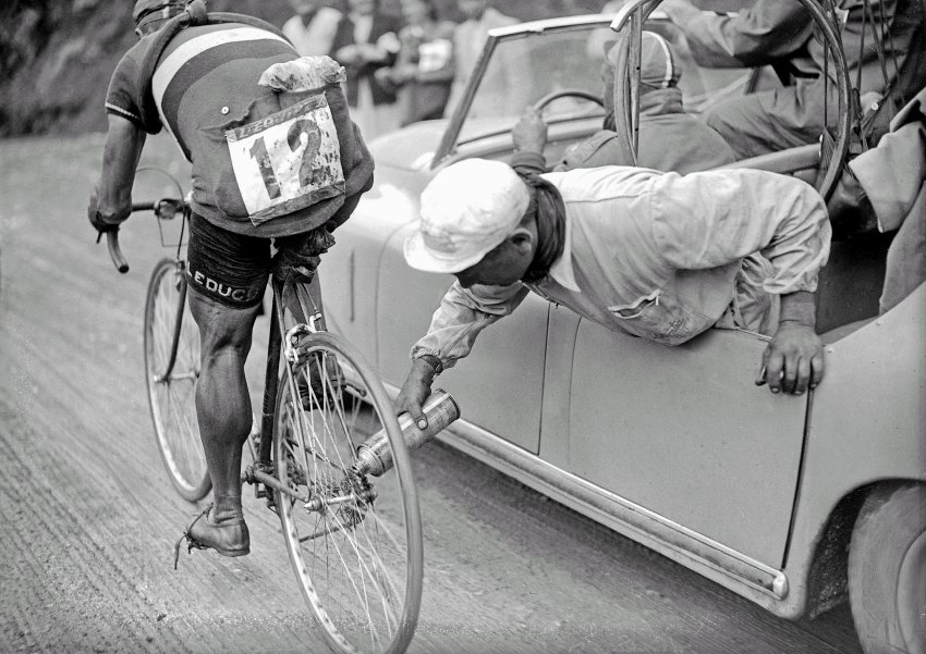 1937:Riders used derailleurs for the first time in 1937. Before their introduction, everyone had to stop and switch their back wheels prior to climbs.