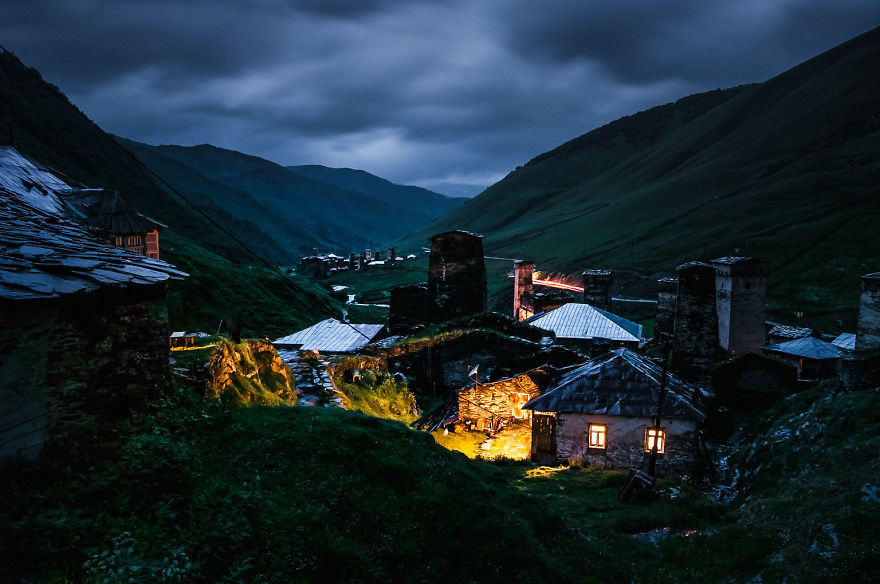 couple-sharing-stunning-photographs-from-their-mountain-bike-adventure-in-the-georgian-caucasus18__880