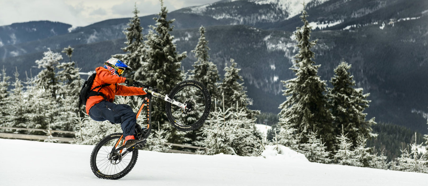 How To Master Downhill Racing On Snow Welovecycling Magazine