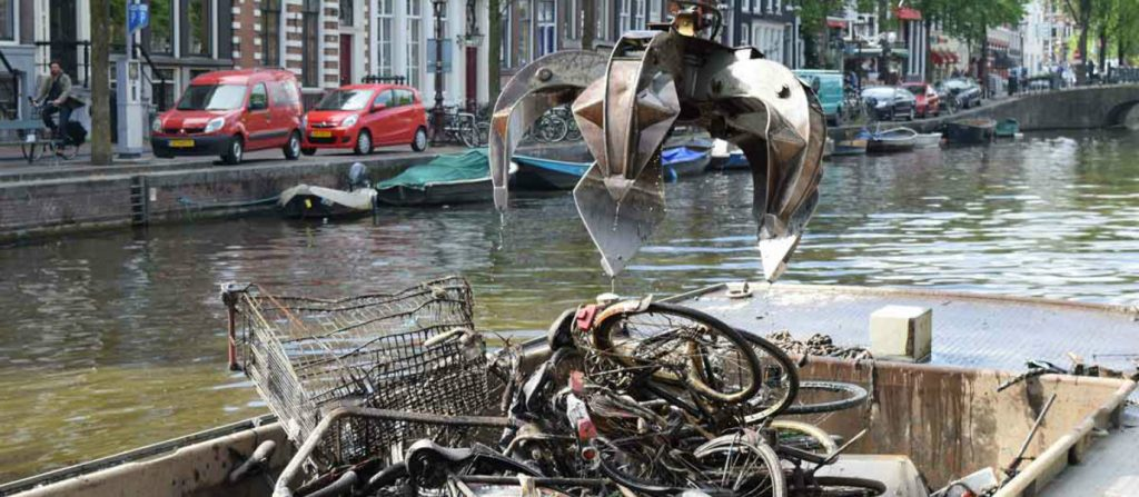 video-bicycle-treasure-hunt-amsterdam-canals