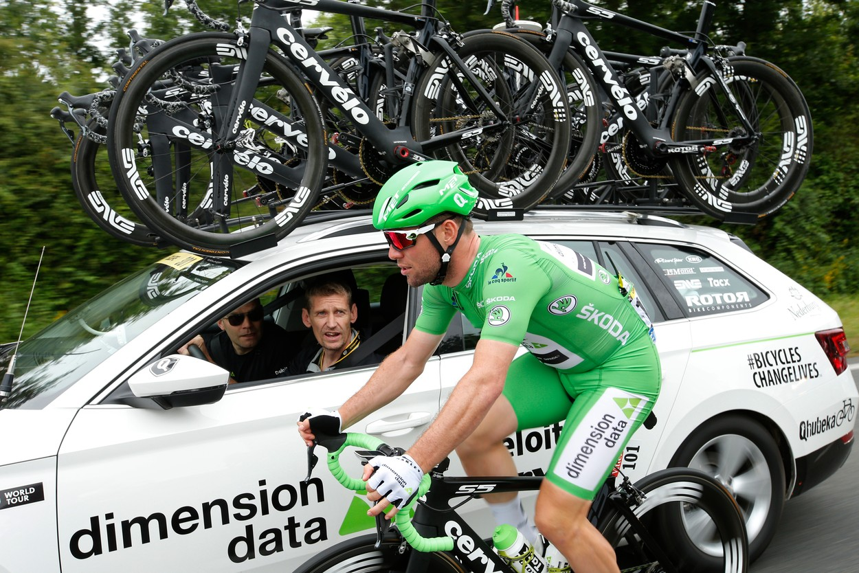Team Dimension Data rider Mark Cavendish of Great Britain talks to the team  car during the 4th stage of the 2016 Tour de France0 (05 July 2016). Each  ŠKODA ... c3c2cb9a0