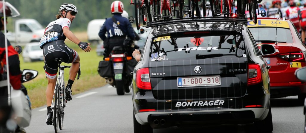 the cars of le tour de france welovecycling magazine. Black Bedroom Furniture Sets. Home Design Ideas