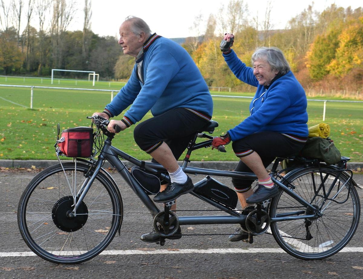 177 Years And Still Cycling: This Couple Finished 1000 ...